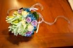 Il mio bouquet di gigli, roselline bianche e lilla con brillanti e gypsophila azzurra